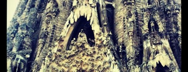 Plaça de la Sagrada Família is one of Yoshy :).