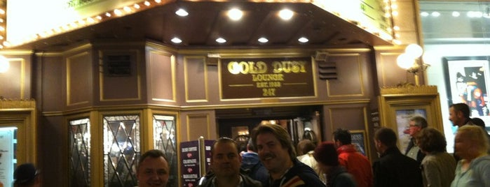 Gold Dust Lounge is one of Gespeicherte Orte von squeasel.