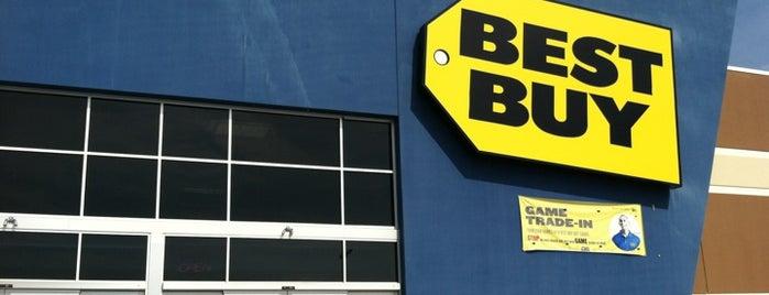 Best Buy is one of Tempat yang Disukai Mike.