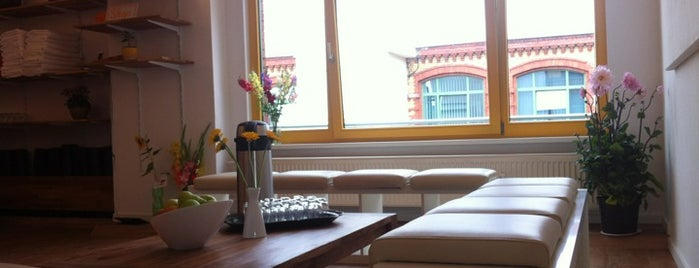 Berlin Hot Yoga Friedrichshain is one of Tempat yang Disimpan JULIE.