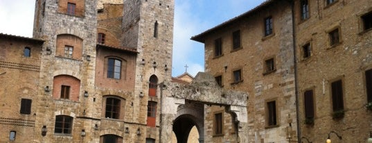 Piazza della Cisterna is one of Trips / Tuscany and Lake Garda.