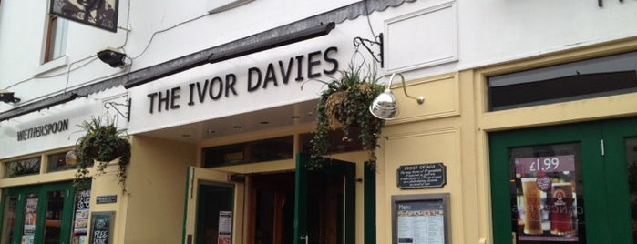 The Ivor Davies (Wetherspoon) is one of Lieux qui ont plu à Carl.
