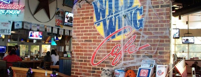 Wild Wing Cafe is one of Locais curtidos por Janet.