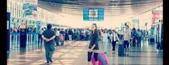 Aeropuerto Internacional Comodoro Arturo Merino Benítez (SCL) is one of Santiago en 100 lugares.