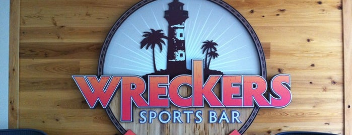 Wreckers Sports Bar is one of Tempat yang Disukai Rachel.