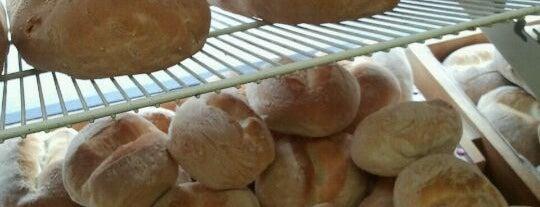 Boulangerie Samos is one of Lugares favoritos de JulienF.