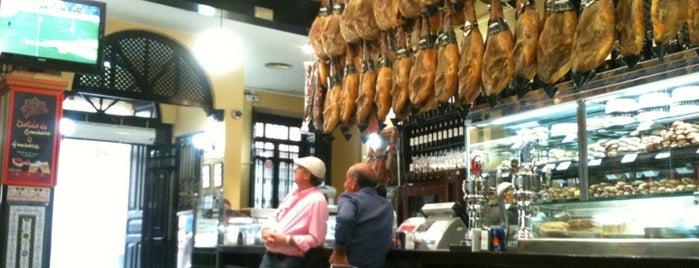 El Patio San Eloy is one of Las mejores tapas de Sevilla.