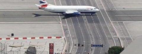 ท่าอากาศยานฮัมบวร์ค เฮ็ลมูท ชมิท (HAM) is one of AIRPORT.