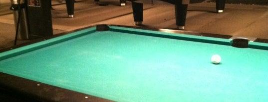 Pressure Billiards & Cafe is one of Tempat yang Disukai Julie.