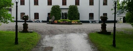 Häringe Slott is one of Locais curtidos por Cristina.