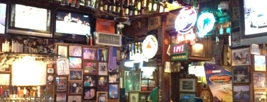Duffy's Tavern is one of Lukas' South FL Food List!.