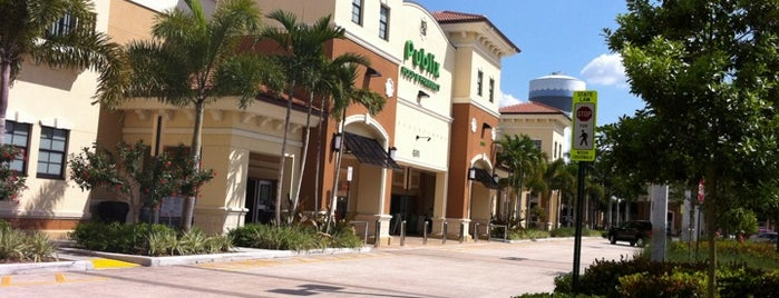 Publix Super Market at Frenchman's Crossing is one of สถานที่ที่ Elias ถูกใจ.