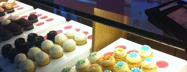 Kara's Cupcakes is one of Mauricio 님이 좋아한 장소.