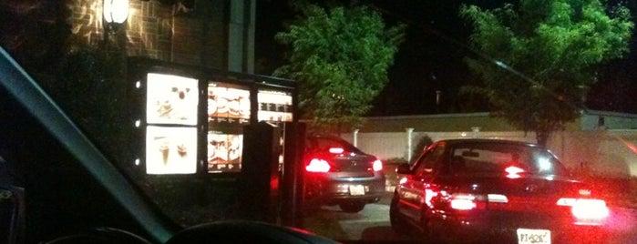 Starbucks is one of Locais curtidos por Lori.