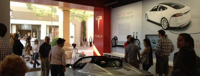 Tesla Fashion Island is one of Danさんのお気に入りスポット.