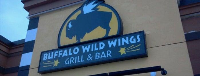 Buffalo Wild Wings is one of Tempat yang Disukai Amby.