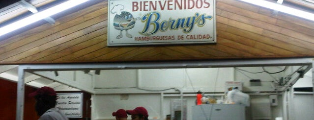 Hamburguesas Berny's is one of Lugares favoritos de Jhalyv.