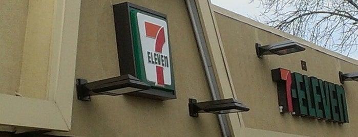 7-Eleven is one of Posti che sono piaciuti a Chris.