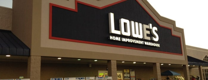 Lowe's Home Improvement is one of Orte, die Tiffany gefallen.