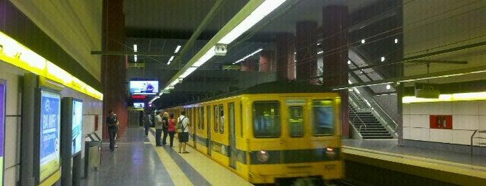 Estación Parque Patricios [Línea H] is one of Tempat yang Disukai M.