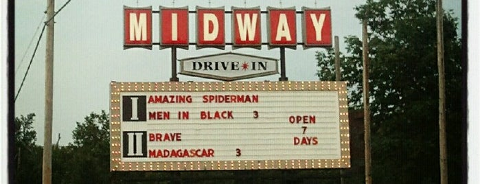 Midway Twin Drive-In is one of Colleenさんのお気に入りスポット.