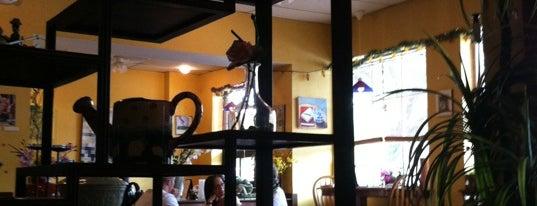Chow Thai Cafe is one of Dustin Todd'un Beğendiği Mekanlar.