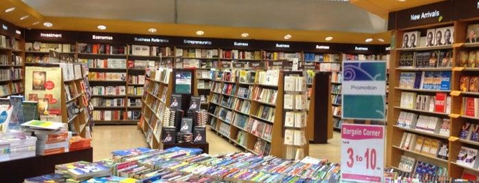 Popular Bookstore is one of Locais curtidos por Woo.