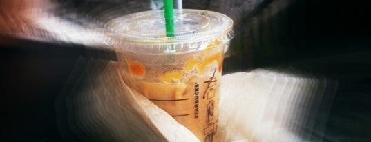 Starbucks is one of Locais curtidos por Paramitha.