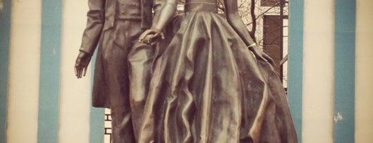 Памятник Пушкину и Гончаровой is one of Moskova 1.