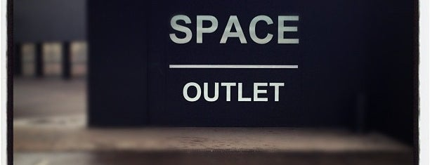 Prada - Space Outlet is one of Lieux qui ont plu à irenesco.