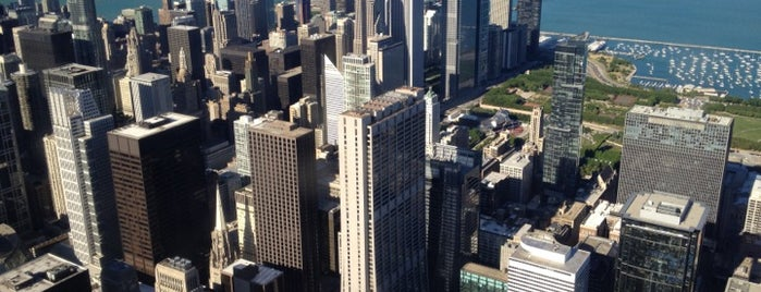 Skydeck Chicago is one of Lugares favoritos de Erik.