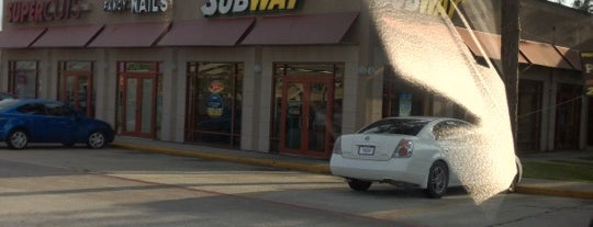 SUBWAY is one of Lieux qui ont plu à Scott.
