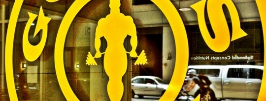 Gold's Gym is one of Tempat yang Disukai Katie.