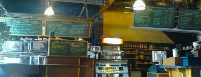 Paper Chase Cafe & Newsstand is one of Lieux sauvegardés par Darcy.