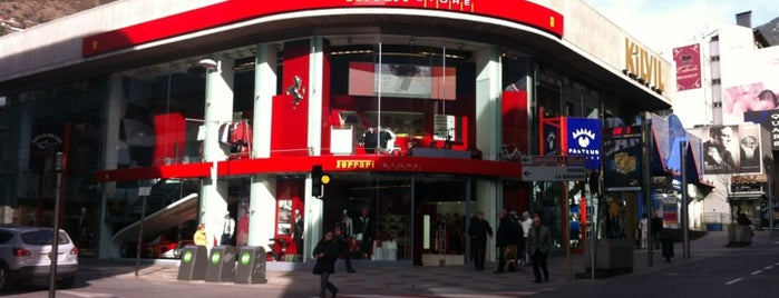 Ferrari Store is one of Checkings lehendarios!.