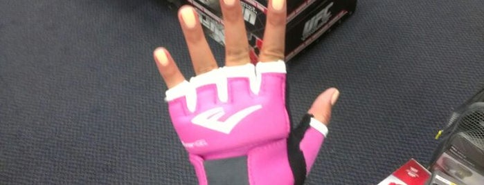 Big 5 Sporting Goods is one of Posti che sono piaciuti a Dan.