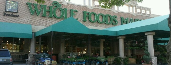Whole Foods Market is one of Claudia 님이 좋아한 장소.