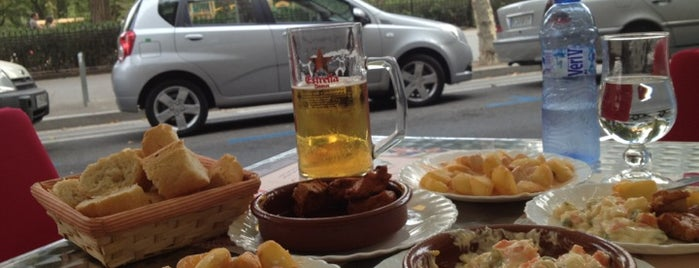 Bar La Palmera is one of Tapas in Barcelona.