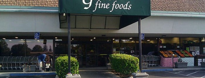 Gene's Fine Foods is one of Lugares favoritos de Michael.