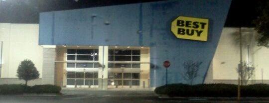 Best Buy is one of Orte, die Bayana gefallen.