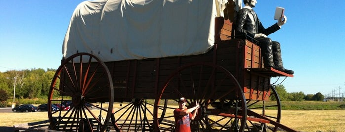 Giant Covered Wagon With Giant President Lincoln is one of Route 66 Roadtrip.