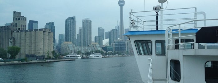 Billy Bishop Airport Ferry Terminal is one of Posti che sono piaciuti a Andrew.