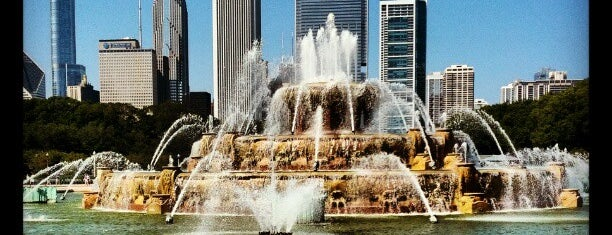 Clarence Buckingham Memorial Fountain is one of Ohio House Motel.