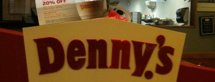 Denny's is one of Lugares favoritos de Annie.