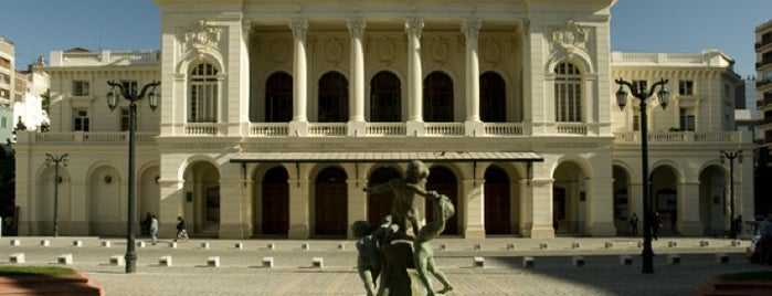 Teatro Municipal de Santiago is one of Santiago no es Gris!.