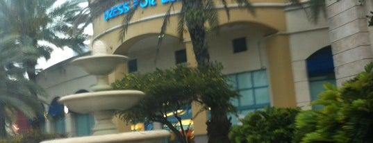 Ross Dress for Less is one of สถานที่ที่ Estephanie ถูกใจ.