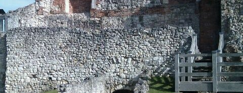 Farnham Castle is one of Posti che sono piaciuti a Carl.