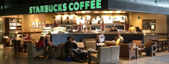 Starbucks is one of Locais curtidos por Frank.