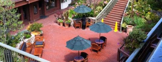 Carmel Plaza is one of Locais curtidos por Veronica.