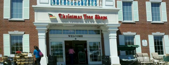 Christmas Tree Shops is one of Lugares favoritos de Karen.